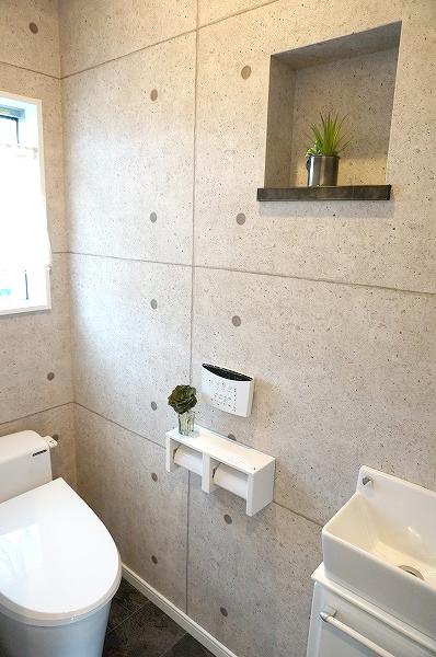 倉敷市 黒と白のお洒落な家・トイレ